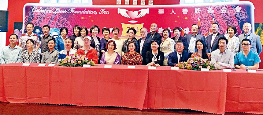 陳麥潔明與倪惠英,市議員顧雅明等中秋節在表演場地宣布了「粵韻名劇會知音」慈善籌款演唱會的內容。