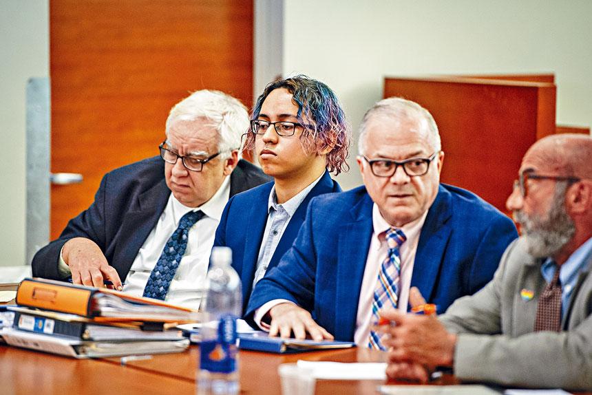 塞迪耶(左二)於今年7月時被裁定一級誤殺、襲擊及四級藏械罪名成立。Gregg Vigliotti/紐約時報