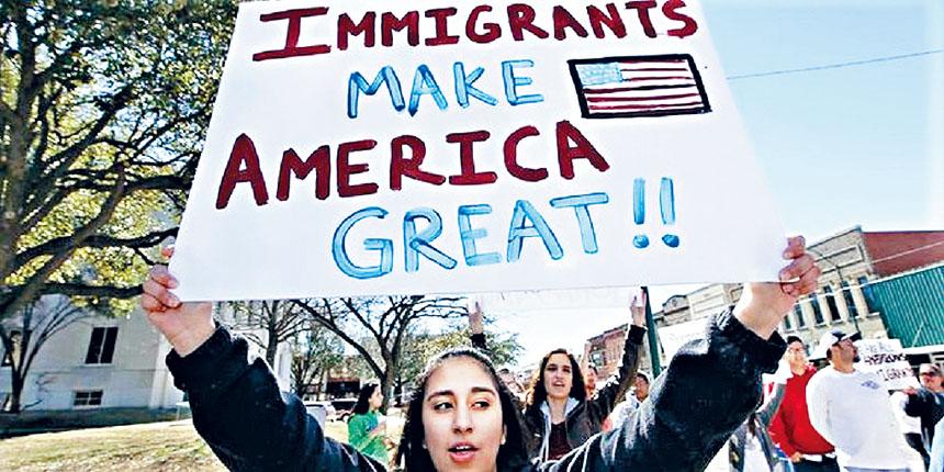 移民權益團體抗議「公共負擔」新法規。