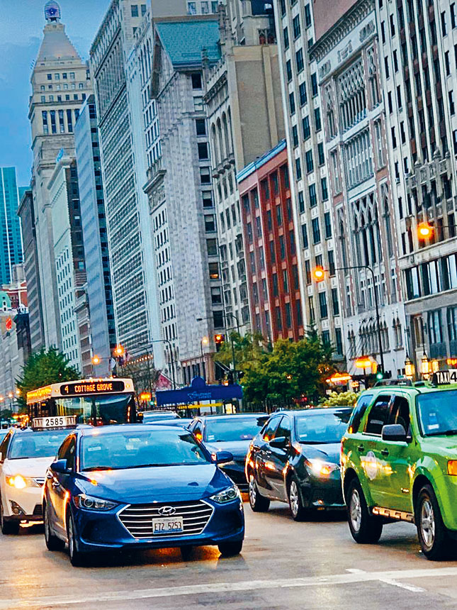 為了應付天文數字般的2020年財政預算赤字,芝加哥市府考慮實施徵收市中心的「交通堵塞稅」。梁敏育攝