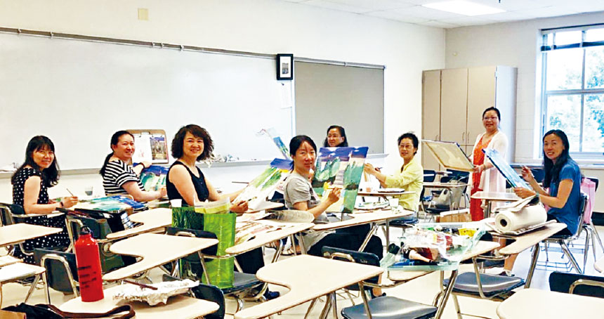 希望中文學校波城校區家長油畫班。