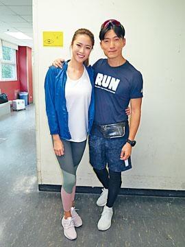 陳山聰、劉穎鏇運動look為新劇《大步走》開工。
