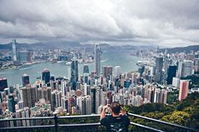 受到近期不明朗的宏觀經濟環境影響,第二季香港消費者信貸市場升勢放緩。