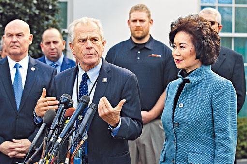 美國對華「鷹派」、白宮貿易顧問納瓦羅(前排左)。