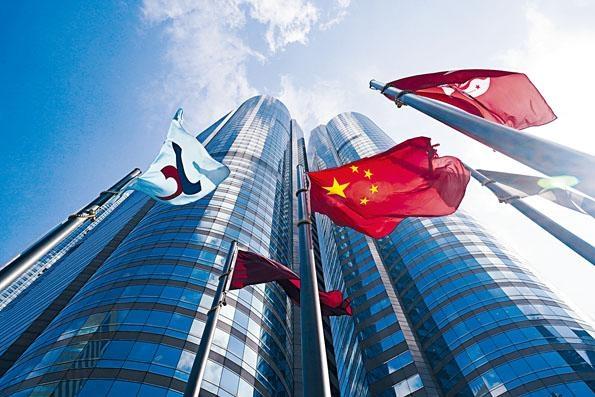 港交所建議,假若上市公司業務是在香港以外的地方經營,若沒有本港專業資格人士,可以在另一名合資格人士的協助之下,出任公司秘書。
