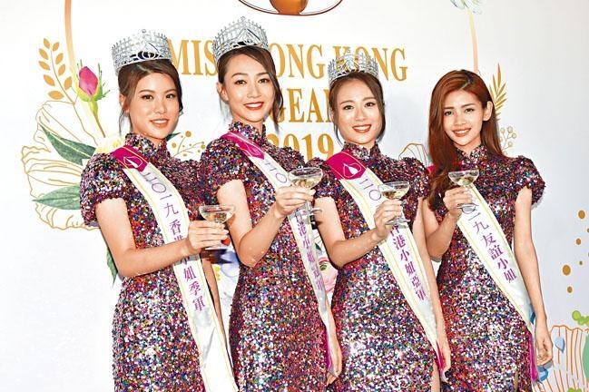 出爐港姐(左起)季軍古佩玲、冠軍黃嘉雯、亞軍王菲與友誼小姐陳熙蕊,昨日會見傳媒。