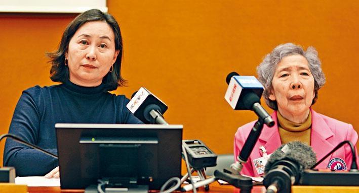 何超瓊(左)與伍淑清在日內瓦接受訪問時表示,現在自己要站出來,走到前台為香港「沉默的大多數」發聲,告訴國際社會香港的真實情況。
