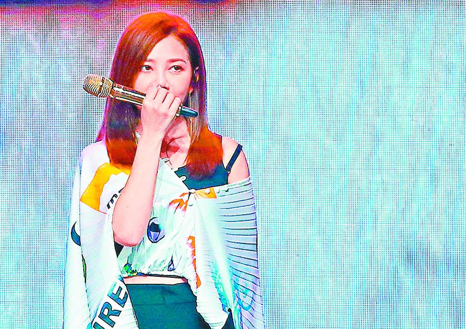 梁靜茹日前在台北舉辦新專輯分享會,她在台上唱歌時忍不住感傷落淚。 網上圖片