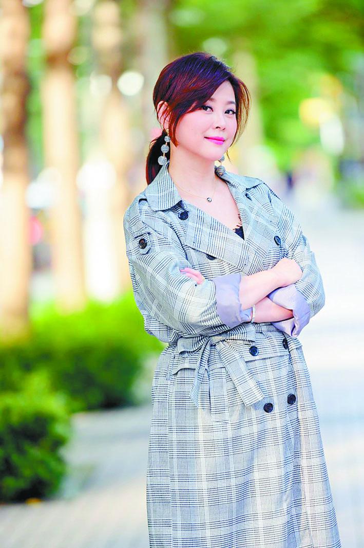 方馨飾演霸氣女總裁