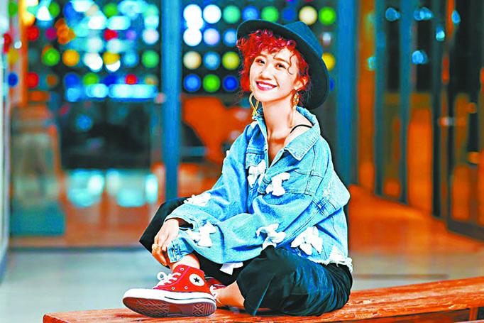 Lulu喜歡自己目前的狀態,下圖為她與吳宗憲、陳 漢典一起主持《綜藝大熱門》。