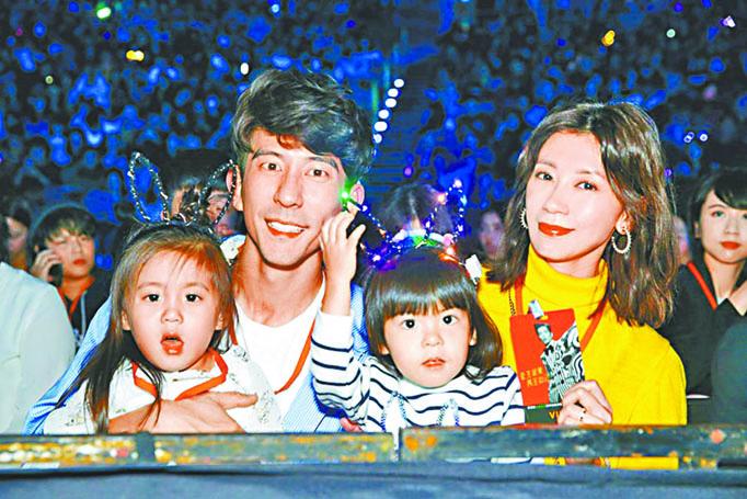 咘咘(左起)、修杰楷、Bo妞、賈靜雯一家都是紅人。 網上圖片