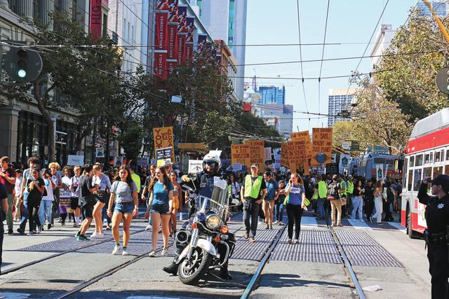 灣區多所學校學生與市民成千上萬人參與「氣候罷課」運動。記者彭詩喬攝