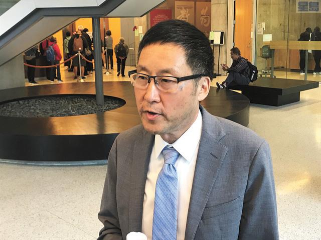 馬兆明與華文媒體見面,宣傳「公共資金2.0」法案以及F提案。記者賴漢鈞攝