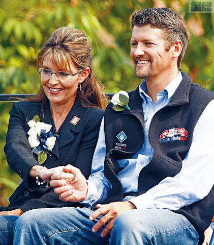 ■佩林的55歲丈夫托德(右)已向安克雷奇最高法院提交離婚申請。    美聯社