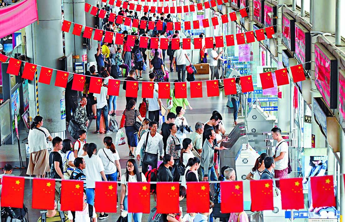 ■廣西南寧昨天迎來返程客流高峰。 新華社