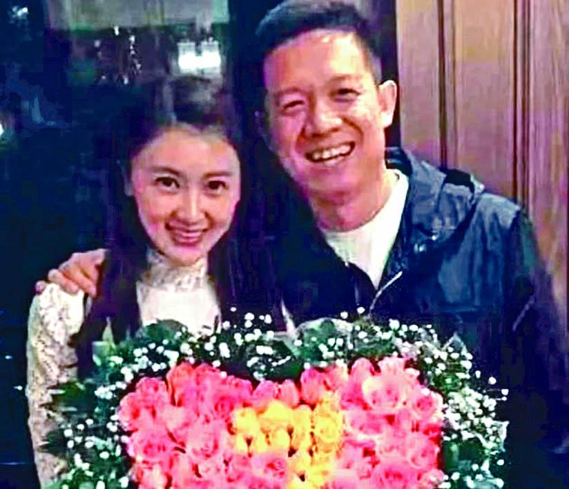 賈躍亭和妻子本月十一日在四川申請離婚。