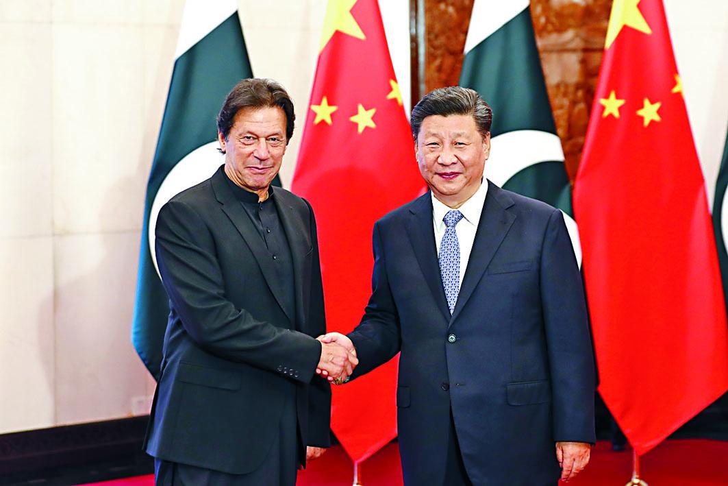 習近平會晤巴基斯坦總理伊姆蘭汗。