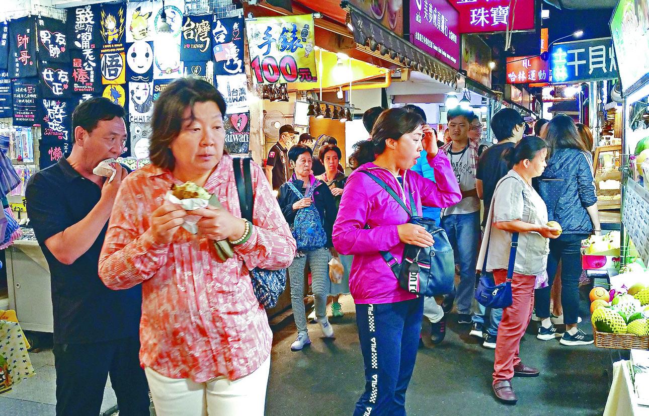 台灣旅遊局統計,九月赴台陸客人數減近五成。