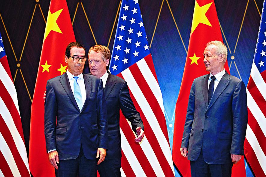 劉鶴(右一)即將和美方舉行新一輪貿易談判。