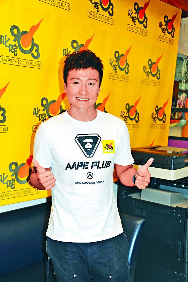 小方下月初將挑戰香港環島泳45公里慈善賽。