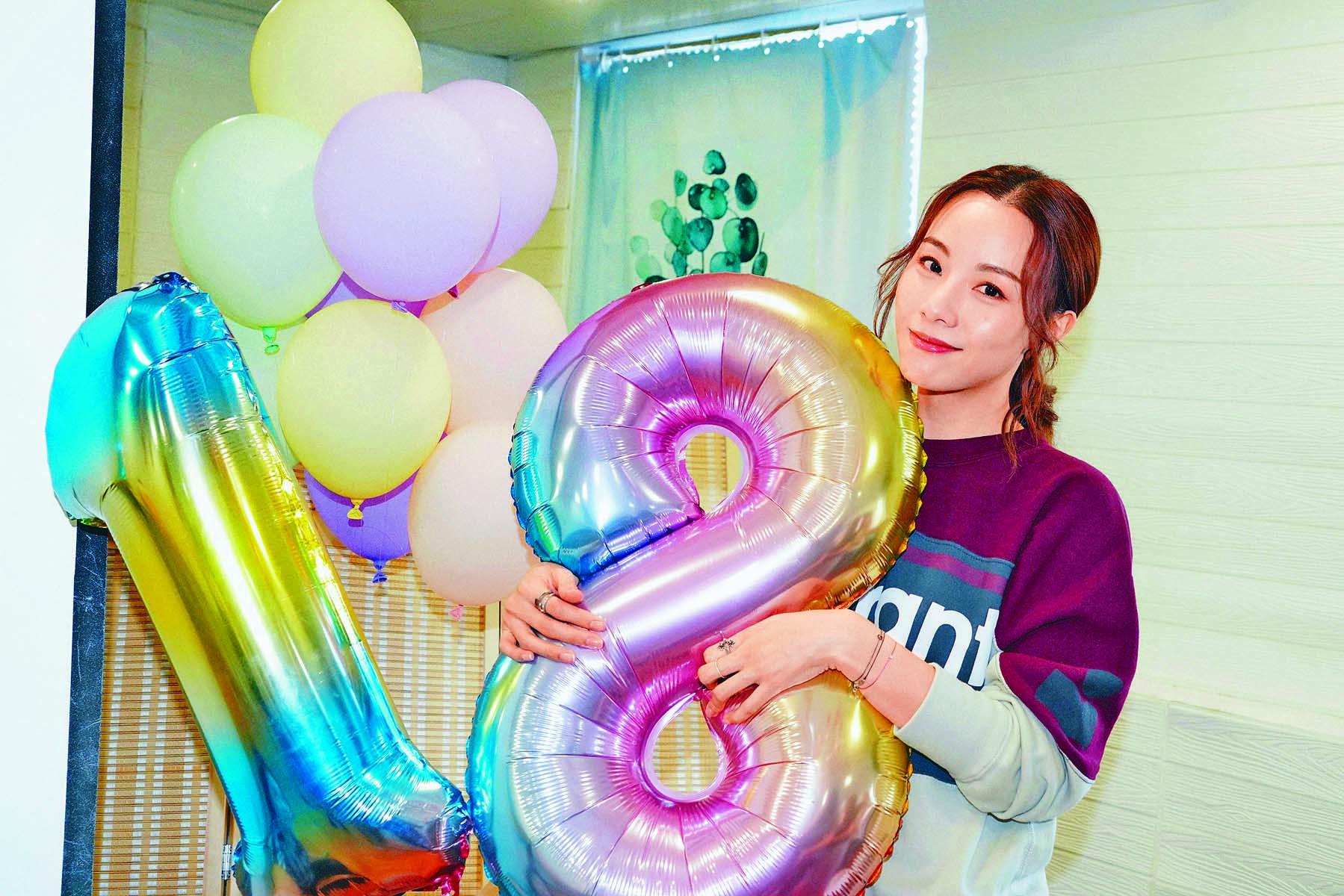 鄧麗欣獲粉絲預祝她的「18對」生日。