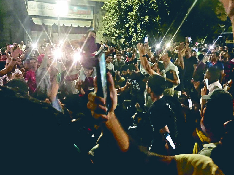 埃及開羅上周六有示威者高喊反政府口號。