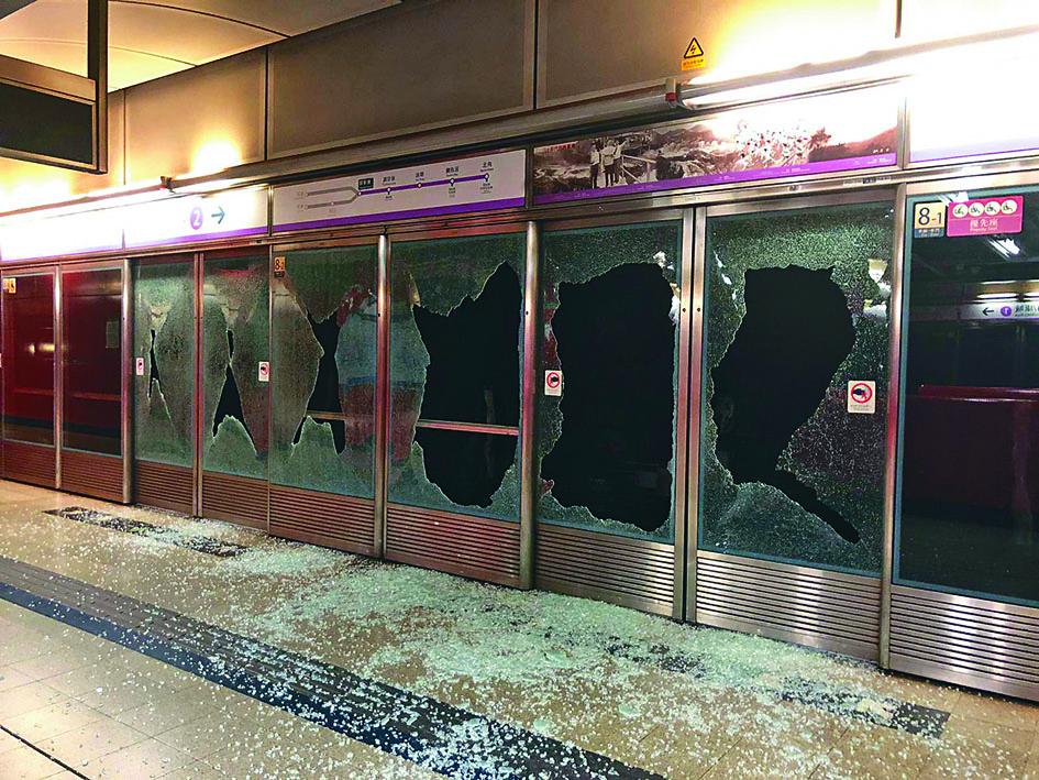 幕門玻璃盡毀