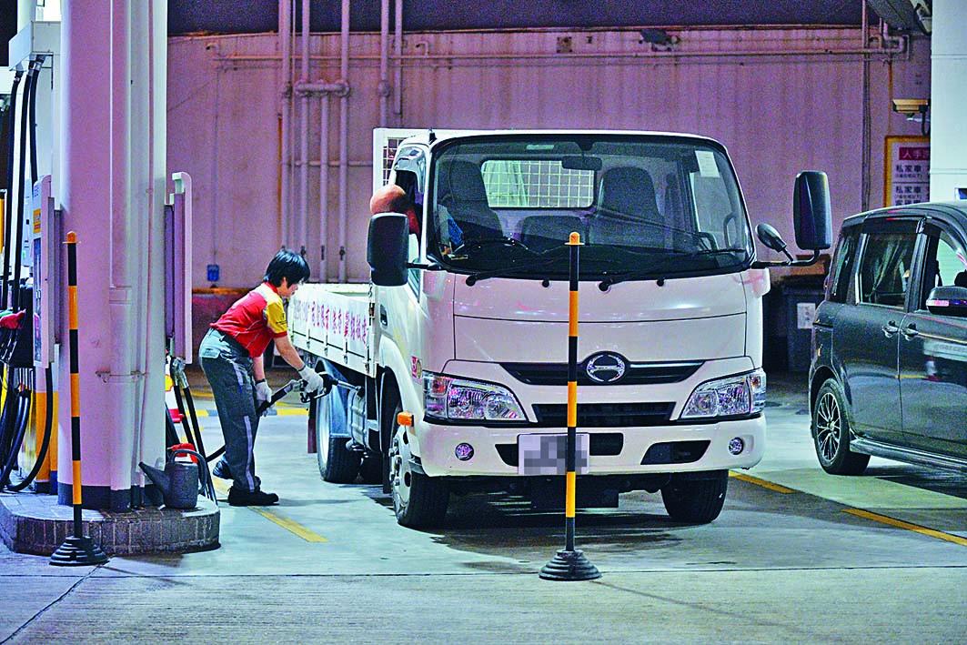 第三批企業紓困措施,將向運輸業商用車提供半年燃料補貼。