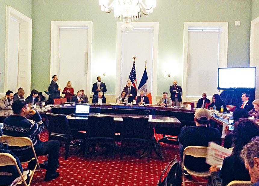 議會土地使用委員會就監獄方案投票。