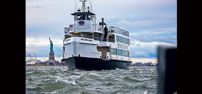 目前只有Statue Cruises獲准載客到自由島及愛麗絲島。Dave Sanders/紐約時報