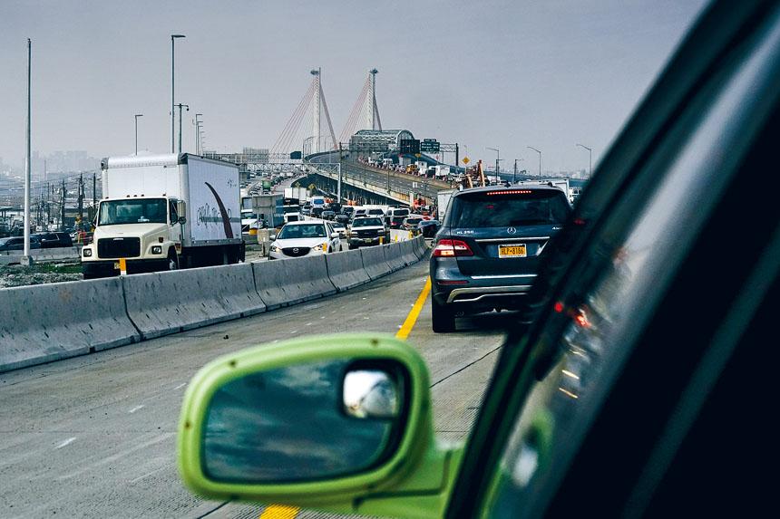 新科希丘什科大橋較舊橋增加了3條車道,而且路面也更寬。Jake Naughton/紐約時報