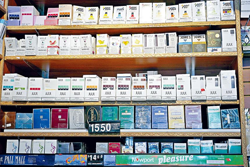 柯謨早前頒布緊急命令,禁止出售加味電子煙。Michelle V. Agins/紐約時報