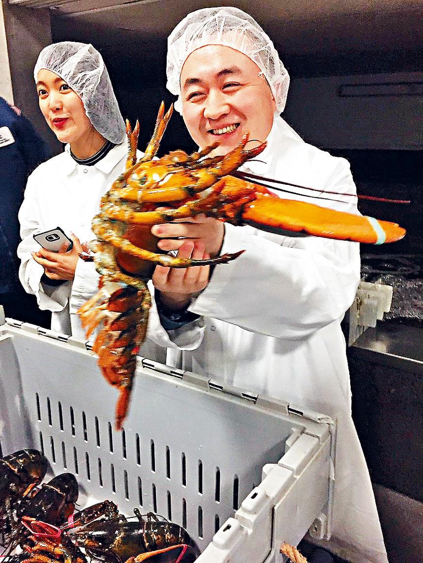 中國海產商參觀緬因州龍蝦加工企業。     檔案圖片