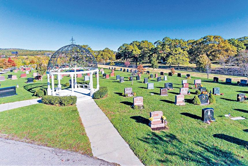 風景秀麗的藍山公墓。檔案圖片
