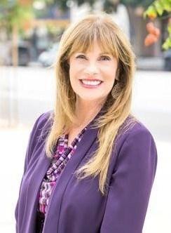Hillcrest房地產開發商2015年向競選第四區候選人佩利科(Joan Pelico)投入超額政治獻金遭開罰。佩利科臉書