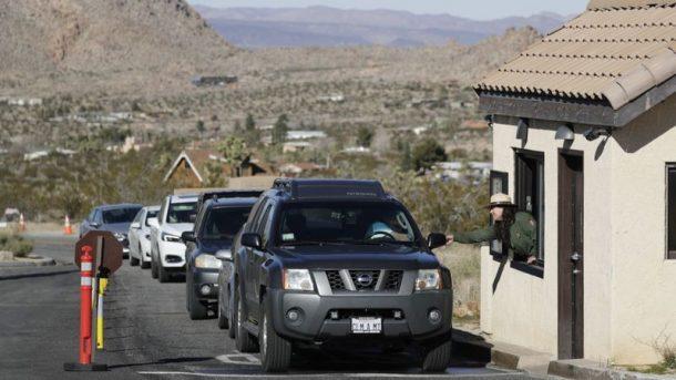約書亞樹國家公園旅遊旺季時入口處總是大排長龍。洛杉磯時報
