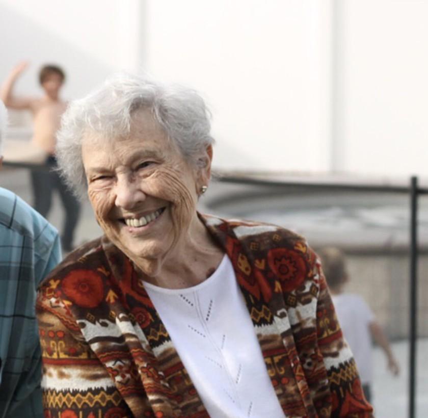 獨居在移動屋的89歲老婦人阿維克森,逃生不及命喪火海。洛杉磯時報