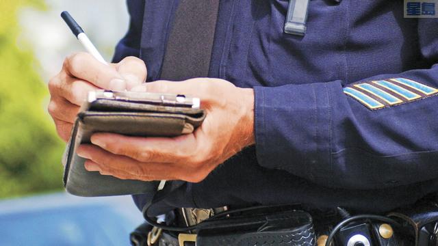 持國際駕照在美國駕車吃罰單不處理,恐影響下次入境。網路圖