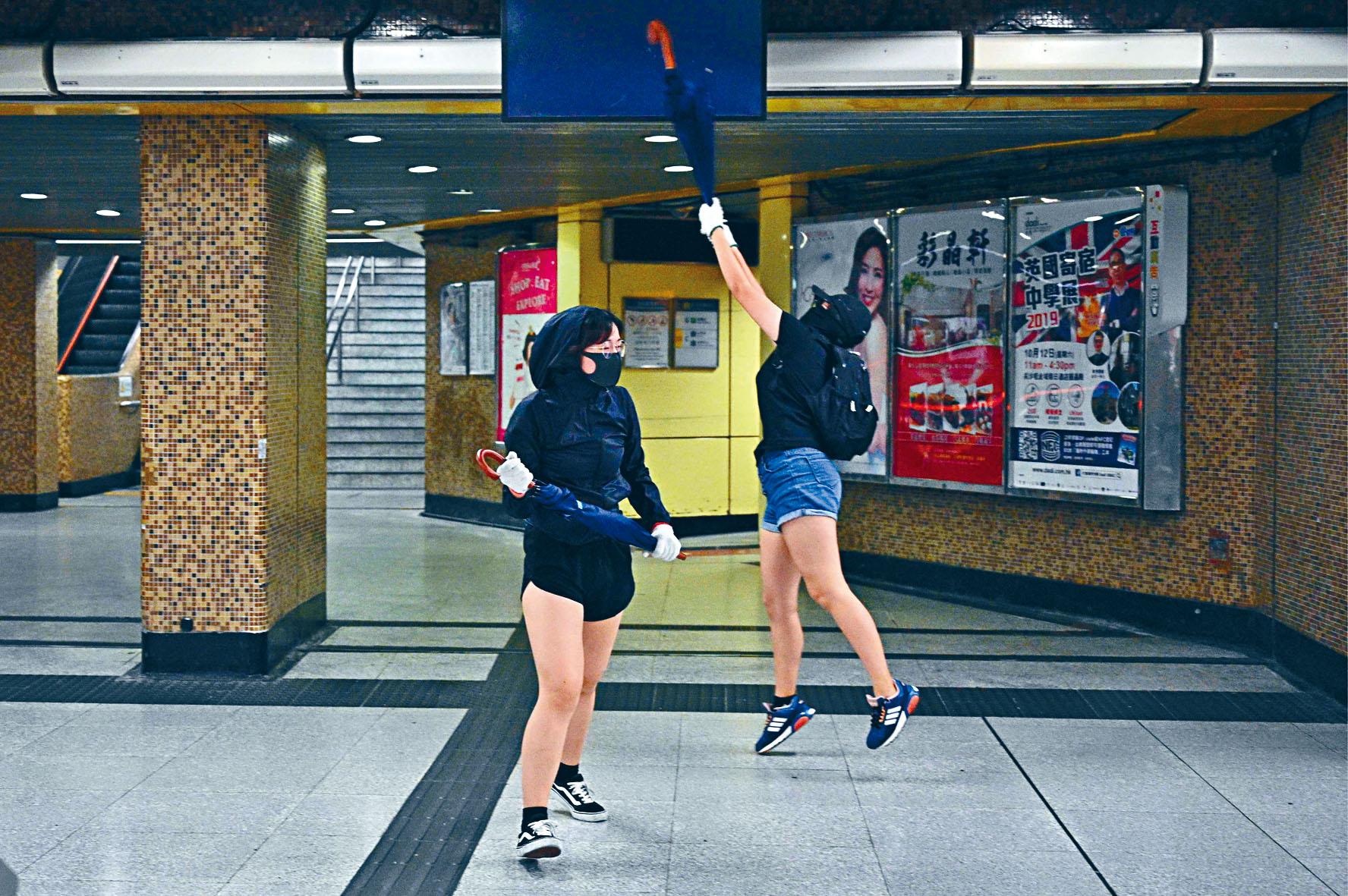 ■港鐵鑽石山站被示威者大肆破壞。法新社