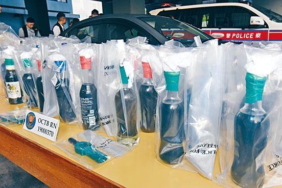 警方檢獲具殺傷力的四十三支汽油彈。