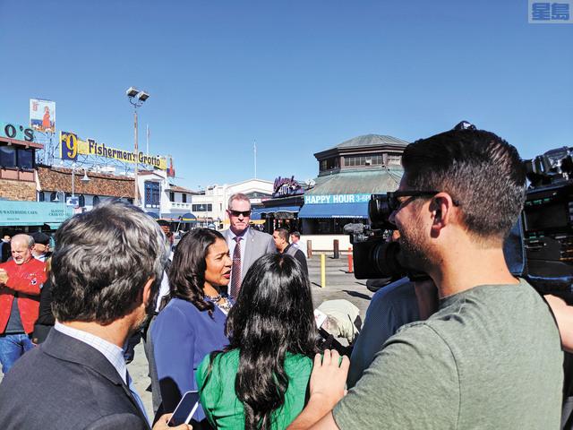 市長布里德出席漁人碼頭活動時就廣告牌作出回應。本報記者劉玉姝三藩市報道