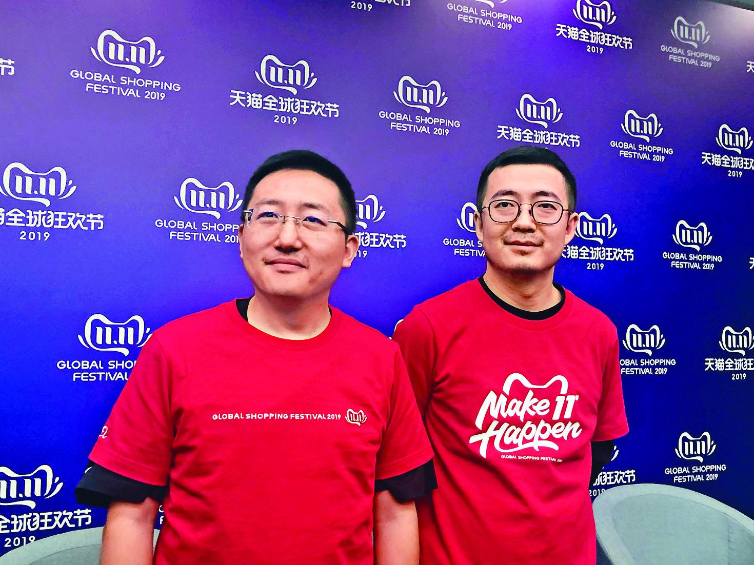 蔣凡(右)指出,今年阿里巴巴在電子、家電等產品上投入超過100億元補貼。