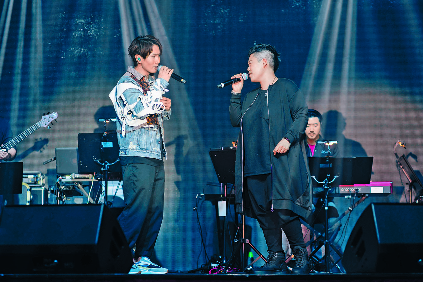 陳柏宇與林二汶難得合唱。