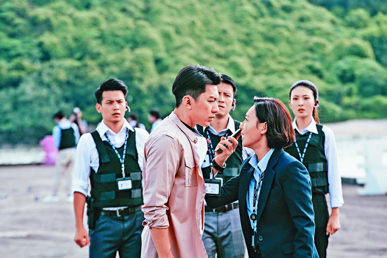 惠英紅與袁偉豪同憑《鐵探》的演出競逐華鼎獎。
