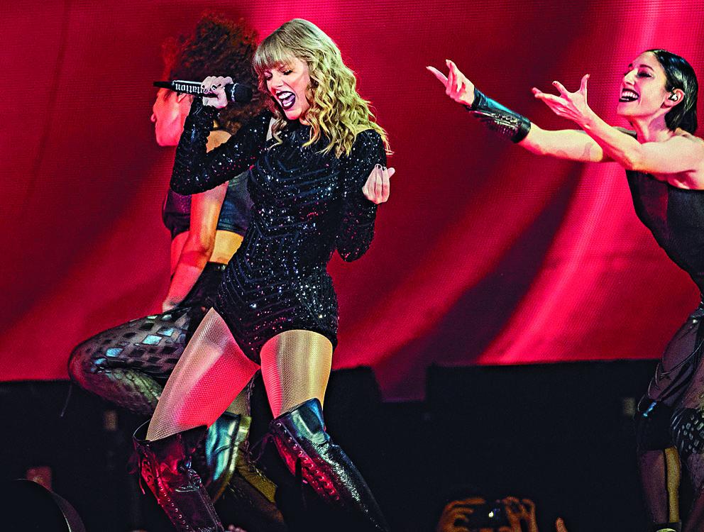 Taylor Swift捲入版權爭議,更自稱被阻在AMA頒獎禮上唱舊歌。