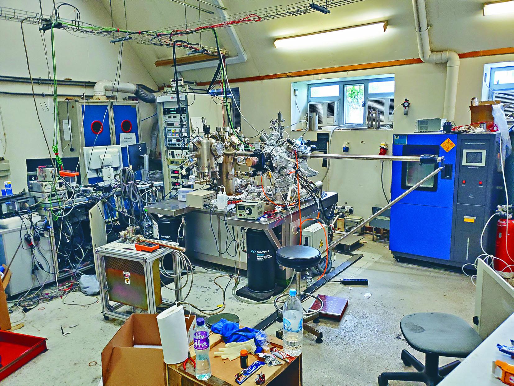 中大實驗室遭黑衣人闖入大肆破壞,疑有危險化學物品被盜走。