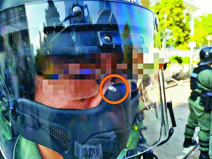 一名防暴警面罩被鋼珠擊中幸無受傷。