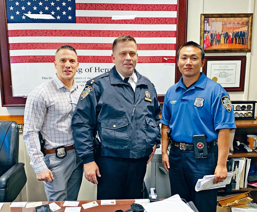 111分局長荷爾(中)與昂旺(右)及Galano提醒在貝賽轄區的華人及亞裔家庭加強防盜意識,安裝防盜警鐘和監控電視等,不要成為入屋盜竊的受害者。