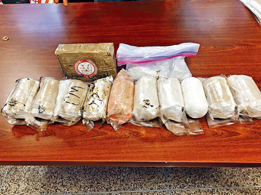 紐約市警察局與聯邦毒品調查局等聯手成功破獲一個以紐約市皇后區為毒品分散中心,從亞洲販運美國禁售受管制的鴉片類藥物卡芬太尼和其他非法麻醉品的跨越全美各州毒品集團。       皇后區地檢處提供