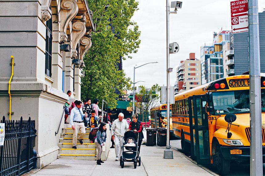 紐市獲准在學區安裝750部超速攝影機。 Elizabeth D. Herman/紐約時報